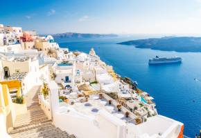 Eight great restaurants in Mykonos and Santorini